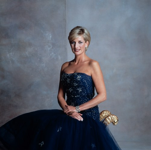 Lady Di fond d'écran possibly containing a bridal gown, a gown, and a dîner dress titled diana