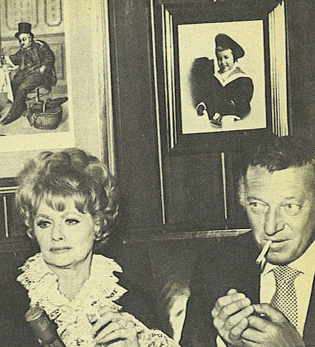 Lucille Ball پیپر وال with عملی حکمت titled lucille ball