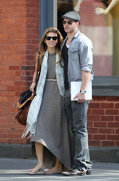 resAnnaLynne McCord and boyfriend Kellan Lutz are seen shopping in Soho