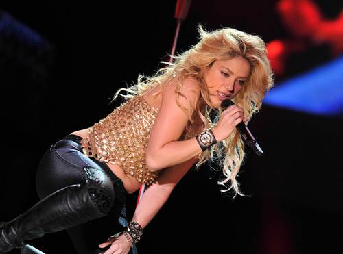 Shakira has big belly !