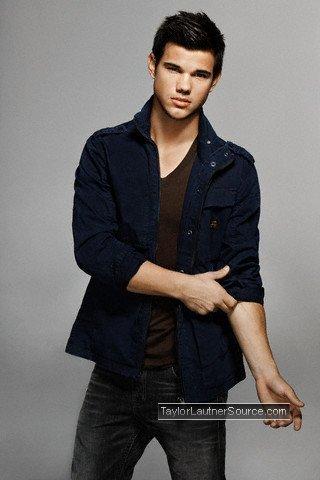 Taylor Lautner Robert Pattinson on Taylor Lautner Vs  Robert Pattinson Taylor Lautner