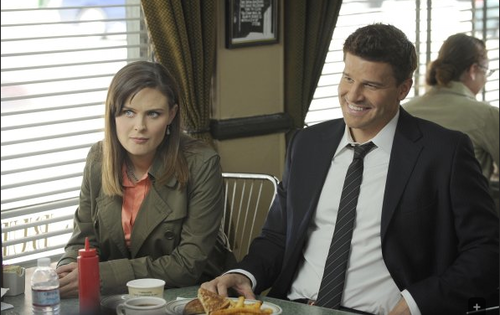 Seeley Booth karatasi la kupamba ukuta with a business suit entitled 6x23 Promotional picha