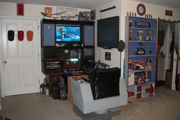 A ngôi sao Trek big người hâm mộ living room.