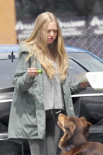 Amanda Seyfried On Set in Portland