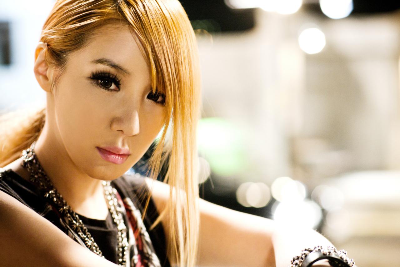 http://images4.fanpop.com/image/photos/21800000/Bom-Lonely-Promo-2ne1-21880336-1280-854.jpg