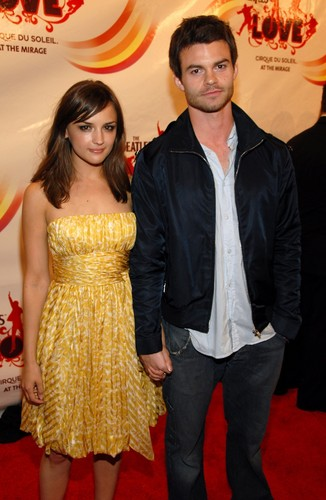 Daniel Gillies 壁紙 titled Daniel Gillies & Rachael Leigh Cook
