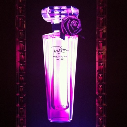 First Look – Emma and Lancome Tresor Midnight Rose