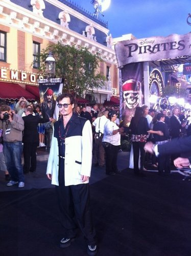 Johnny at the Premiere of POTC 4 <33 What a hottie!