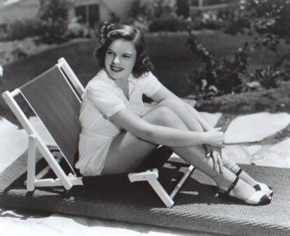 Judy Garland kertas dinding titled Judy Garland
