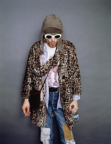 Kurt Cobain wallpaper possibly containing a box cappotto entitled Kurt Cobain♥