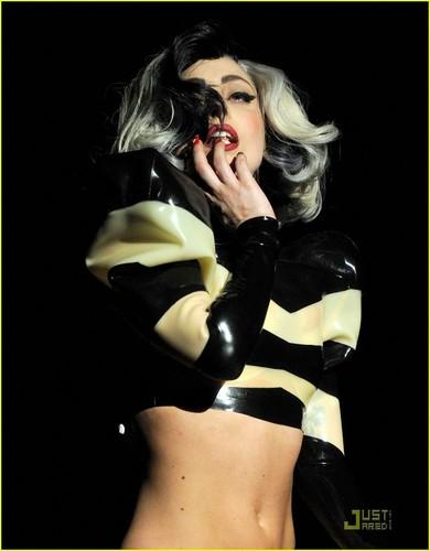 Lady Gaga: Robin kap Gala Performer!