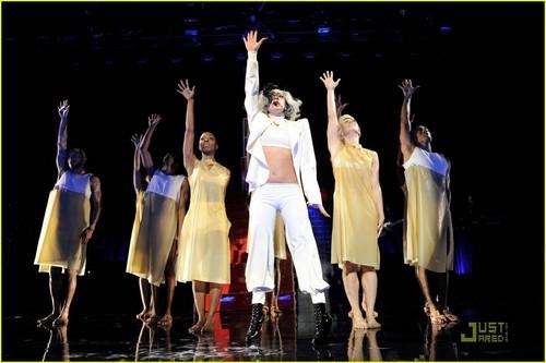 Lady Gaga: Robin 兜帽, 罩, 发动机罩 Gala Performer!