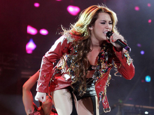 Miley - Gypsy coração Tour - Buenos Aires, Argentina - 6th May 2011