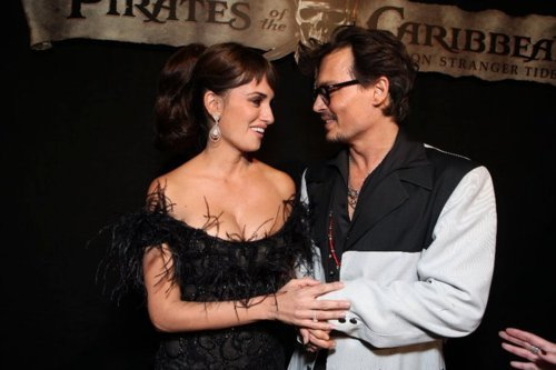 Penelope Cruz and Johnny Depp at the Premiere of POTC 4 <33 - pirates-of-the-caribbean Photo