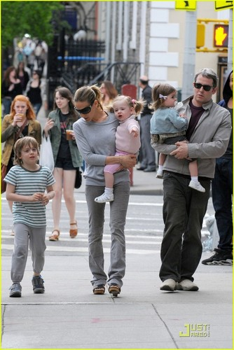 Sarah Jessica Parker: NYC دن Out with the Family!