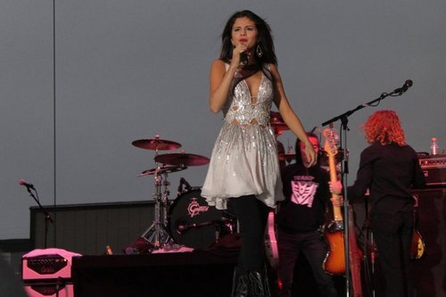 Selena Gomez 음악회, 콘서트 at Dixon, California 01