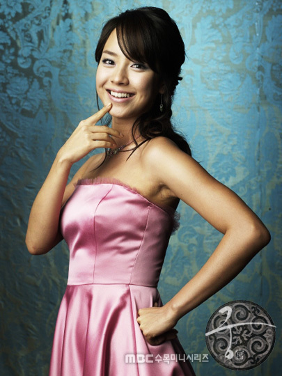 http://images4.fanpop.com/image/photos/21800000/Song-Ji-hyo-as-Min-Hyo-rin-princess-hours-21827574-405-540.jpg