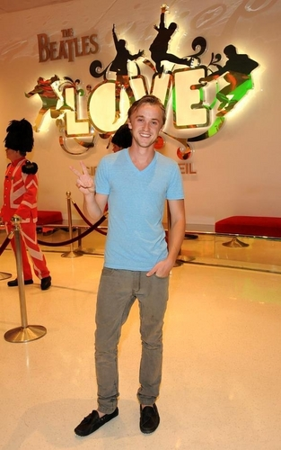 Tom Felton Attends Performance of The Beatles LOVE door Cirque du Soleil