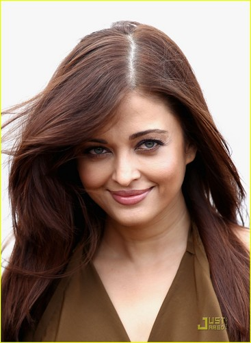 Aishwarya Rai: 'Heroine' 写真 Call at Cannes!