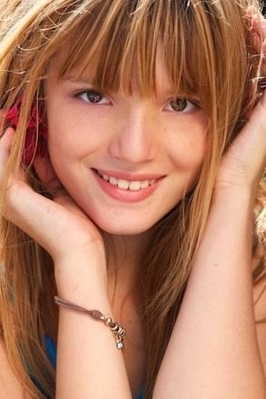 Bella Thorne Hintergrund with a portrait entitled Bella Thorne Foto shoots Von Tamara Thorne