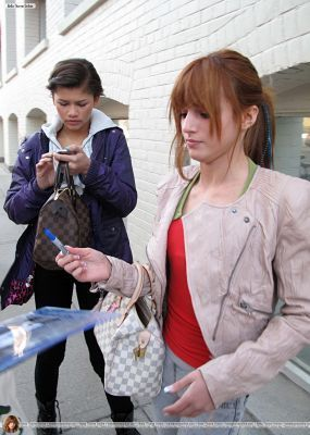 Bella and Zendaya Go for a walk on John सड़क, स्ट्रीट in Toronto,April 9,2011