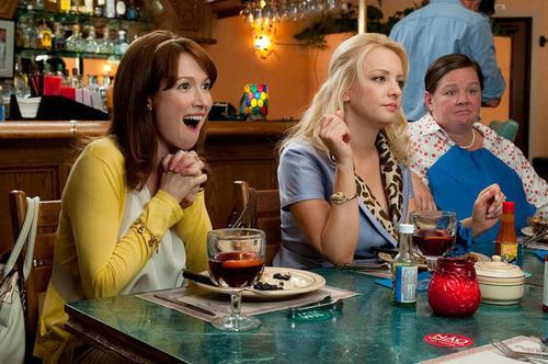 Bridesmaids hình nền with a brasserie, a dâu, dâu tây daiquiri, and a bữa tối, bữa ăn tối titled Becca, Rita & Megan