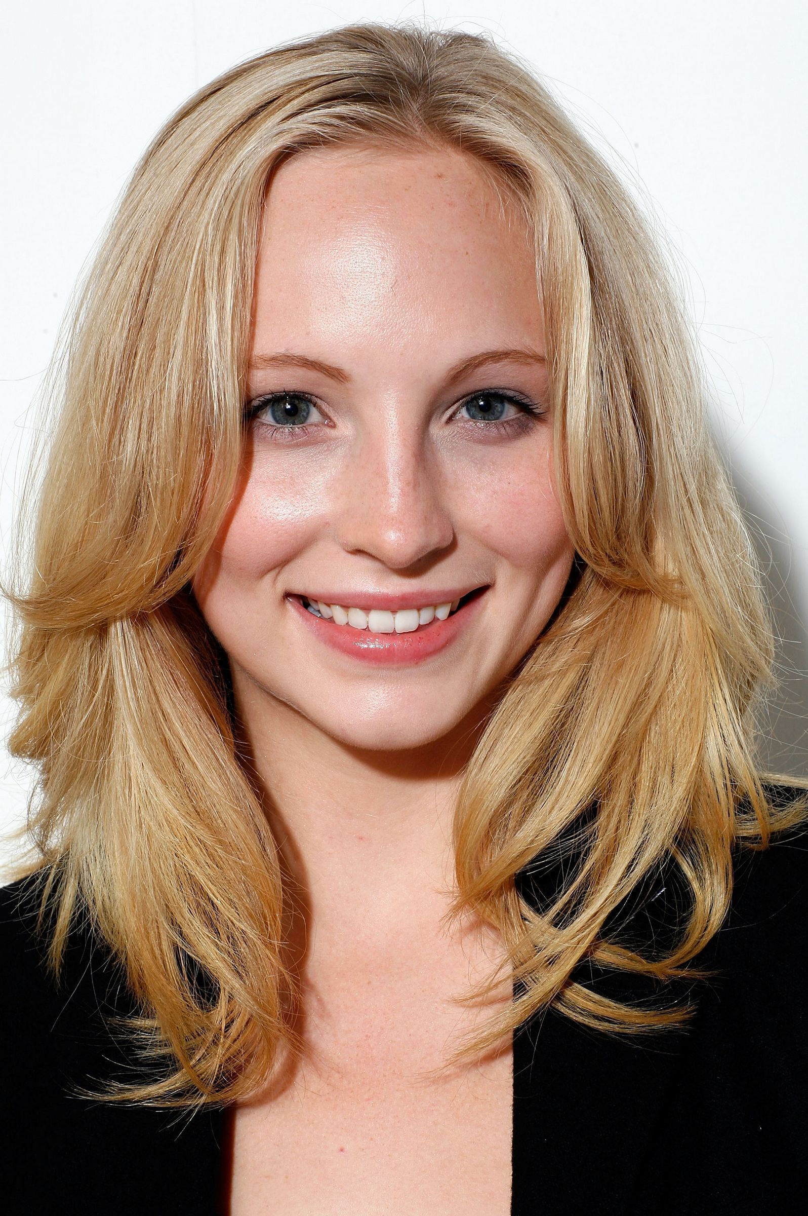 Download this Candice Accola picture