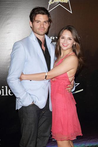 Daniel Gillies & Rachael Leigh Cook