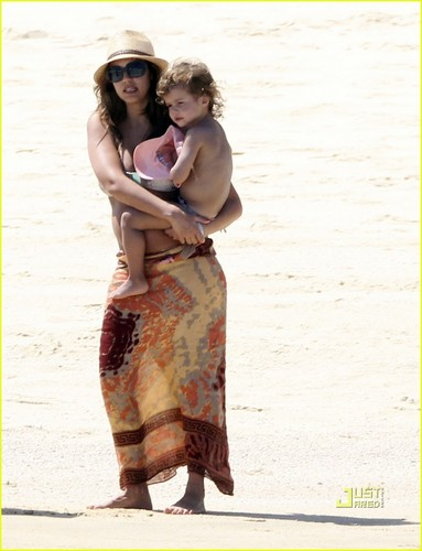 Jessica Alba: Bikini Baby Bump!