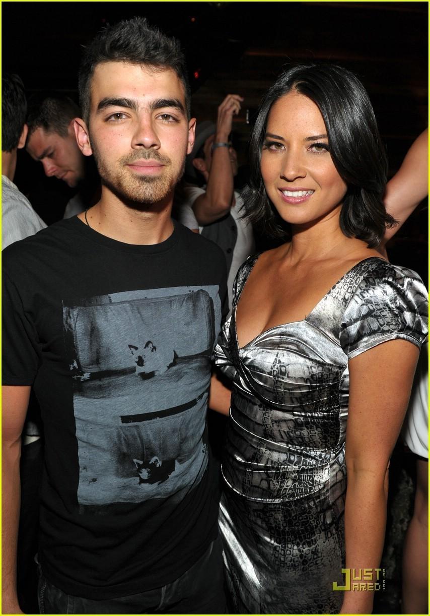 Джо джонас с девушкой фото