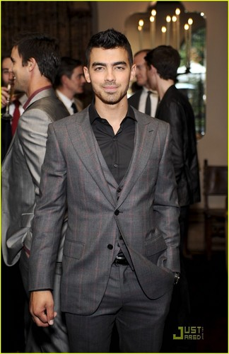 Joe Jonas: Private jantar with Simon Spurr (05.10.2011)