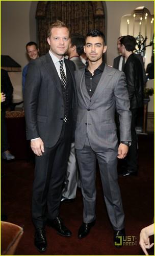 Joe Jonas: Private ডিনার with Simon Spurr (05.10.2011)