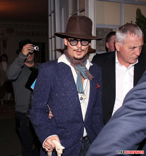 Johnny Depp wallpaper with a fedora, a snap brim hat, and a business suit called Johnny Depp in a restaurant - Moscow, Russia (May 2011)