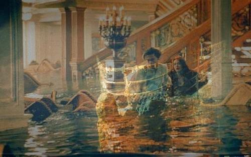 Kate Winslet & Leonardo DiCaprio- Titanic