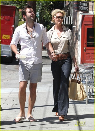 Katherine Heigl & Josh Kelley: Lunchtime Kiss!
