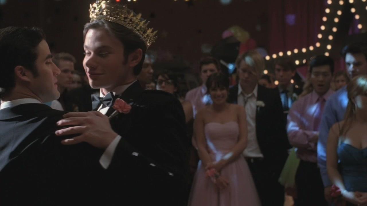 Klaine - Glee - 2x20 Prom Queen (bigger picture)