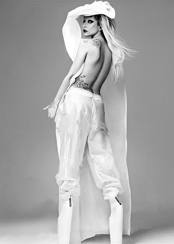 Lady GaGa Covers Yo Dona Japan