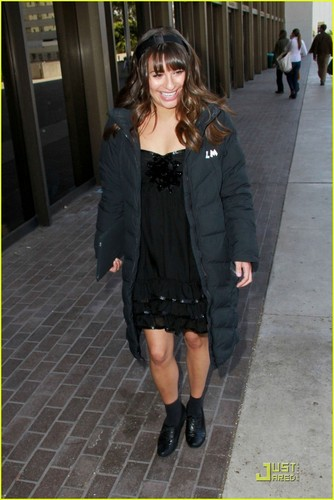 Lea Michele Loves Long সৈকত