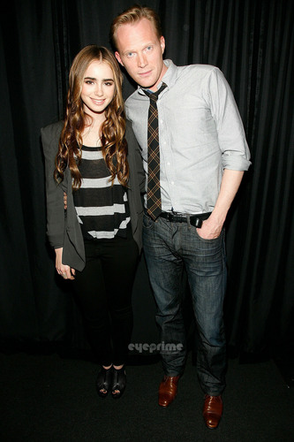 Lily Collins visits the আপেল Store Soho.