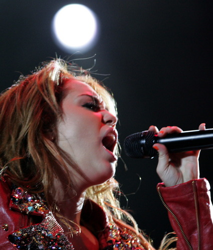 Miley - Gypsy coração Tour (2011) - Asuncion, Paraguay - 10th May 2011