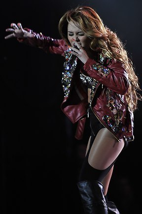 Miley - Gypsy दिल Tour (2011) - Asuncion, Paraguay - 10th May 2011