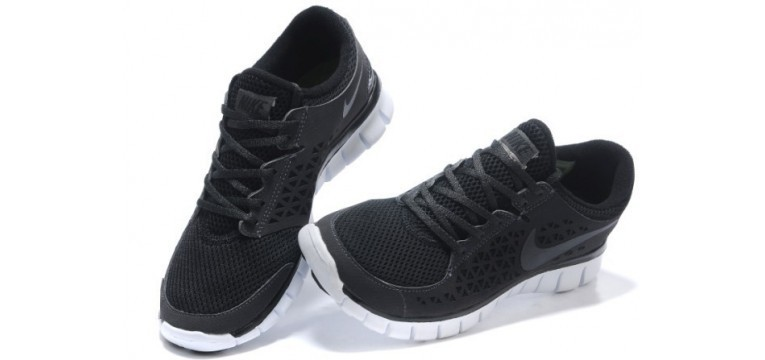 nike womens shoes free walk sneakers in the background