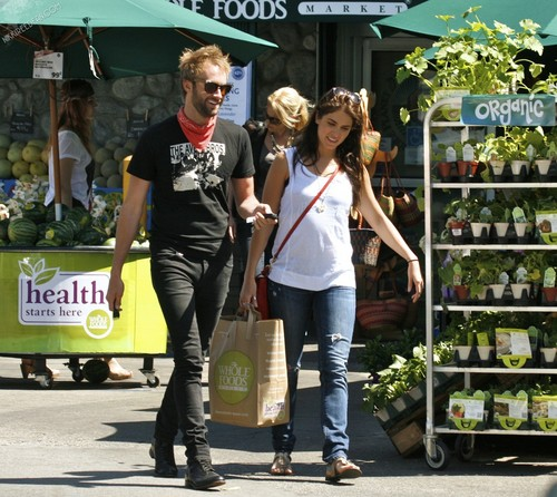 Nikki Shopping at Whole Foods with Paul McDonald! [12/05/11]