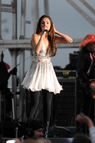 Selena Gomez – performing live in Dixon, California