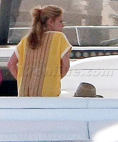 shakira was much exhausted after the hot night in hotel with Piqué !