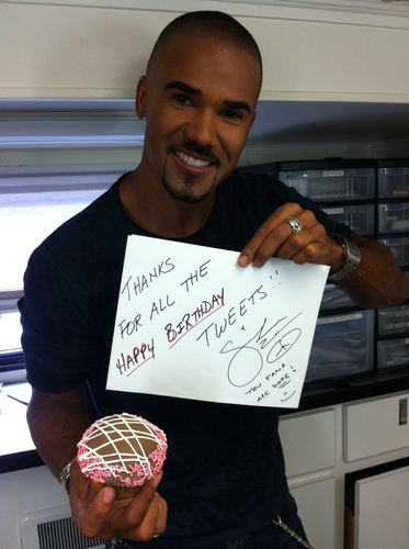 Shemar Moore 壁紙 containing a sign called Shemar