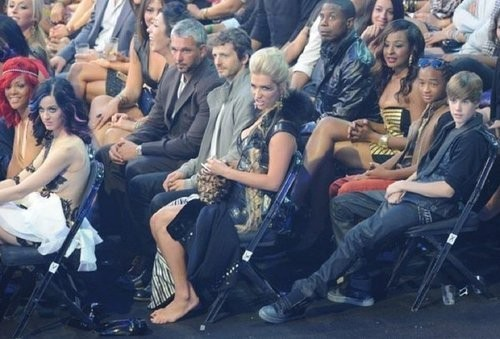 Other Celebrities' Reactions When Seeing Lady GaGa Wearing A Meat Dress Caught On Camera.
