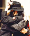 [:*~♥ Cute Mike (OMG again he has the same teddy bear as me :o) ♥*~:]* - michael-jackson photo