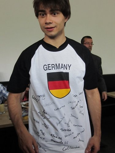 Alex in the meeting with his 粉丝 in Germany!