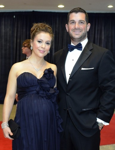 Alyssa Milano and David Bugliari at the White House Correspondents 晚餐 ||